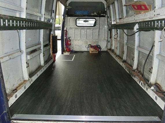 トラック(床貼り)